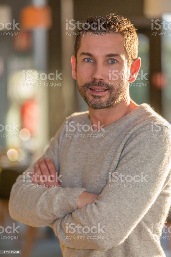 一個人在一家餐館的肖像 免版稅 stock photo