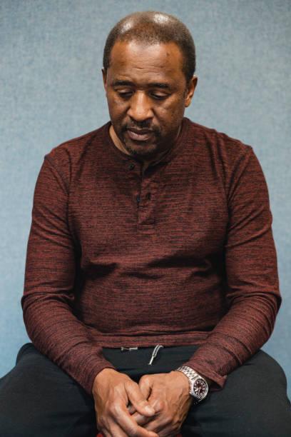 portrait of a man looking anxious - guardare verso il basso foto e immagini stock