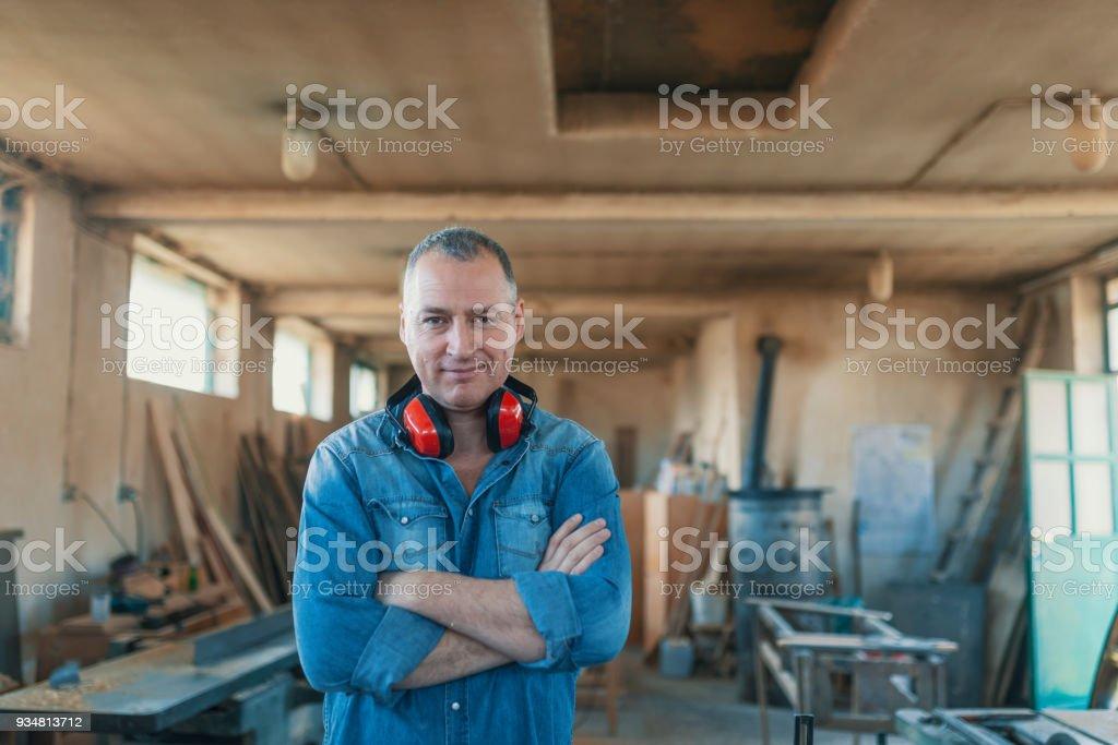 작은 목공 사업을 소유 하 고 남자의 초상화 - 로열티 프리 40-49세 스톡 사진