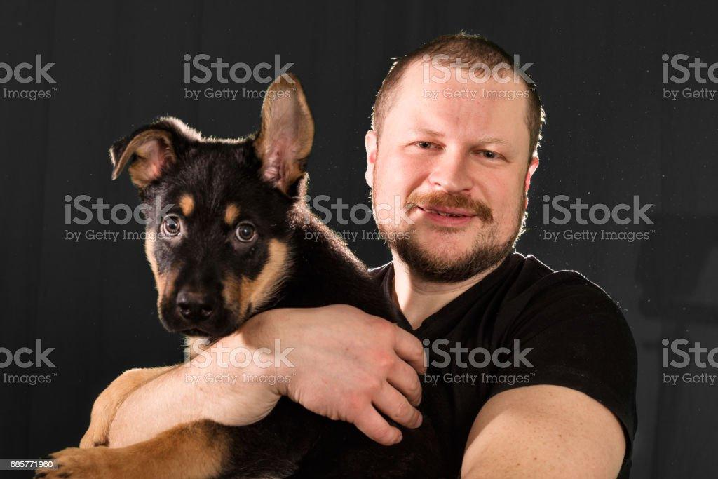 Portrait of a man with puppy dog photo libre de droits