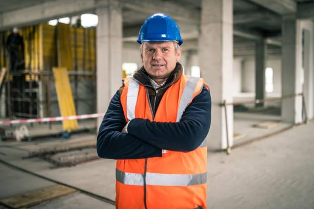 Porträt eines reifen kaukasischen Baustellenvorarbeiters – Foto