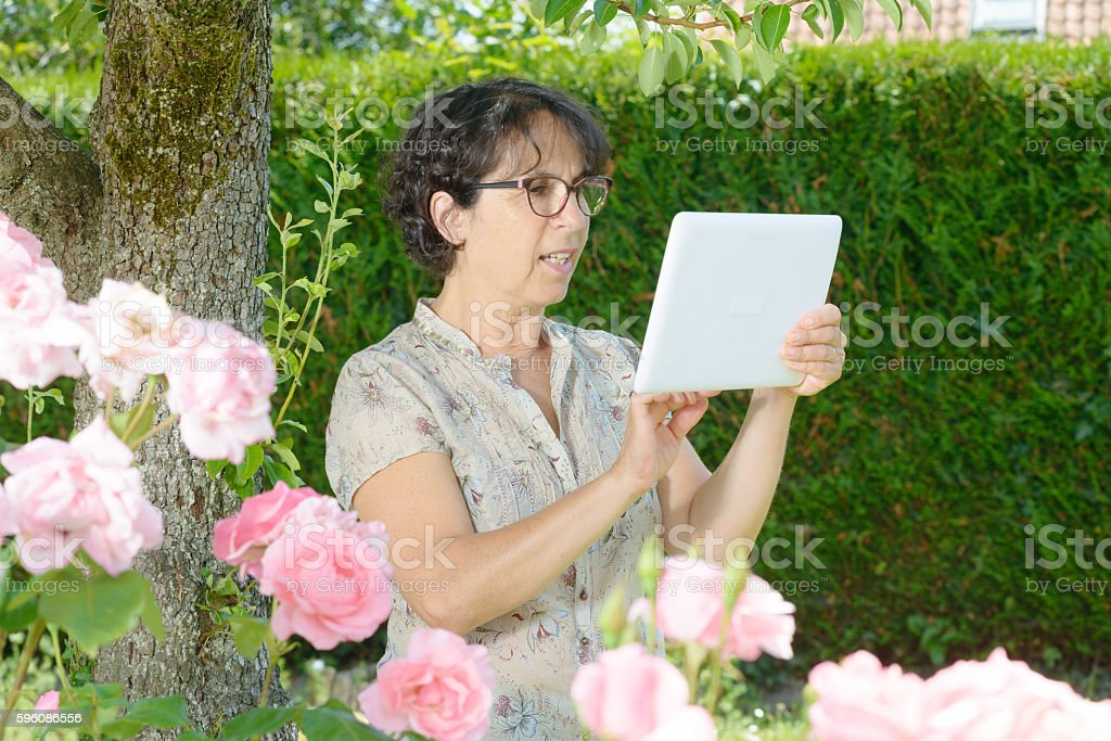 portrait of a mature woman with a tablet, outdoor Lizenzfreies stock-foto