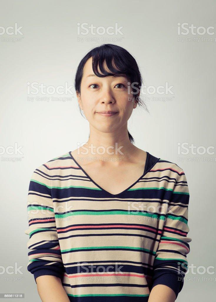 Retrato de una mujer japonesa adulto medio - foto de stock