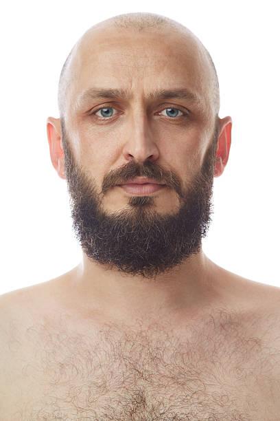 porträt einer mitte erwachsener mann mit bart - riesenschnauzer stock-fotos und bilder