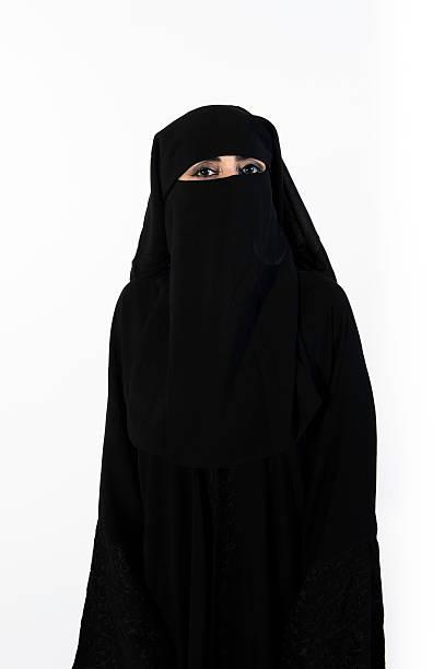 porträt einer schönen frau im nahen osten - burka stock-fotos und bilder