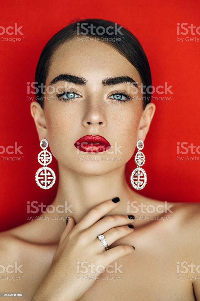 Porträt einer schönen Frau suchen – Foto