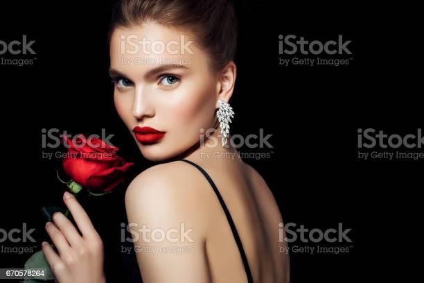 Portrait of a nice looking woman picture id670578264?b=1&k=6&m=670578264&s=612x612&h=9kc8noeo14ckqrxai8szzaog6cbgwhdapcnqx1ti8jq=