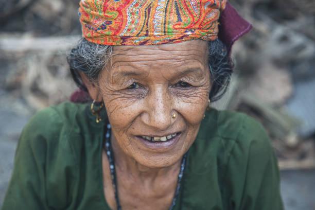 Porträt einer armen indischen Frau in einem Dorf – Foto