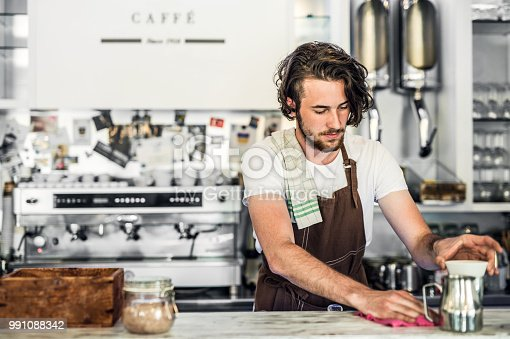 1003493404istockphoto Portrait of a professional barista working in a cafe. Copy space. 991088342