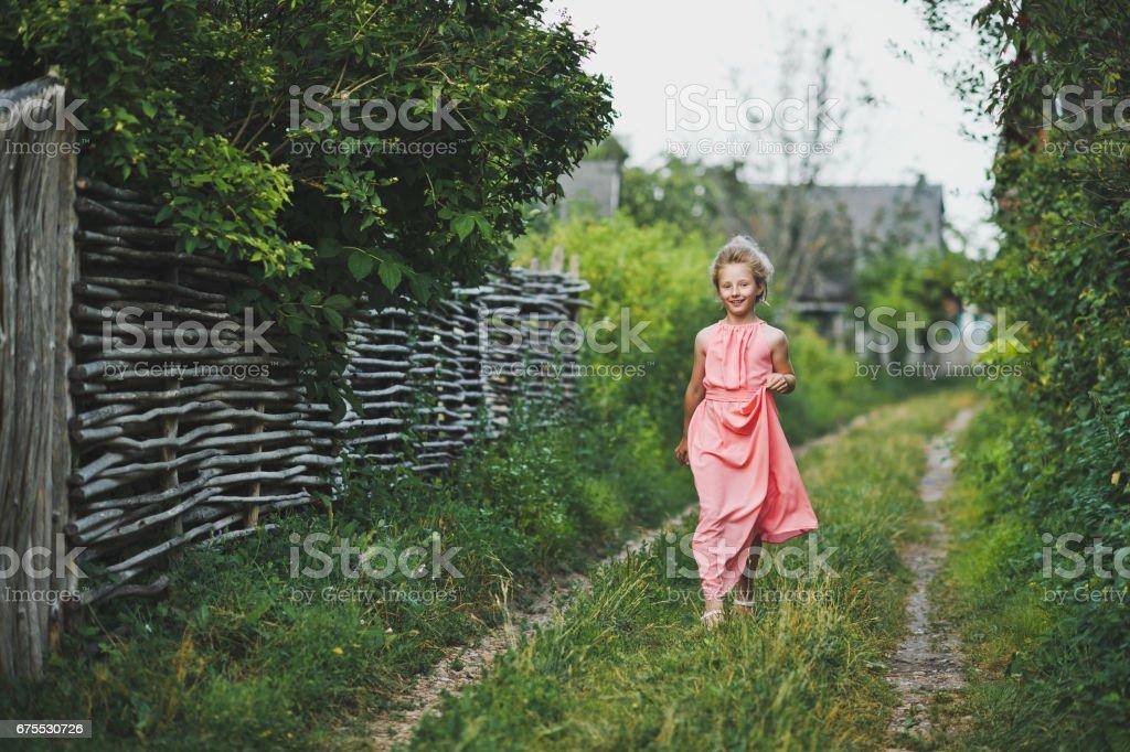 Portrait of a running path of the child 6621. photo libre de droits