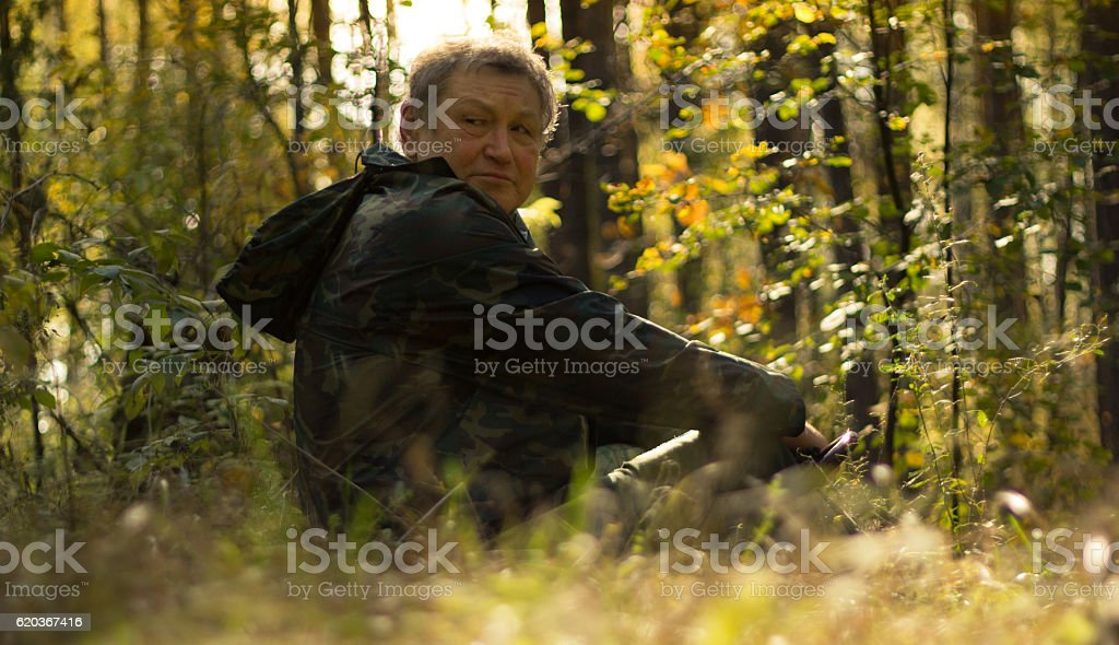 Portrait of a Senior strong man in autumn forest foto de stock royalty-free