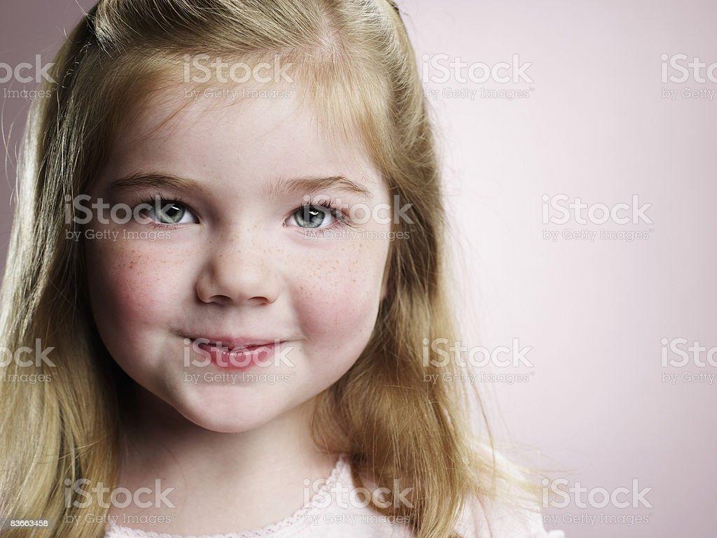 Ritratto di Ragazza sorridente di 4 anni. foto stock royalty-free