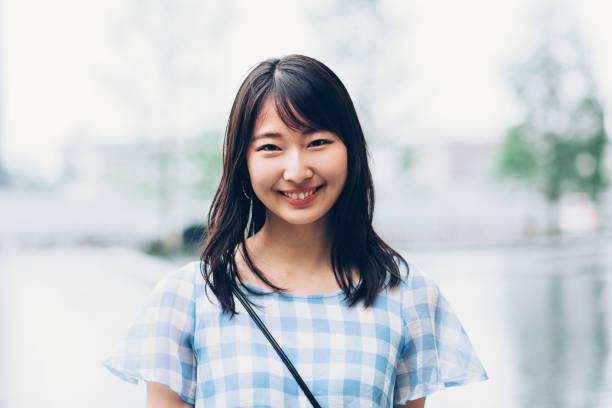 の肖像笑顔の日本の女の子 - 笑顔 女性 ストックフォトと画像