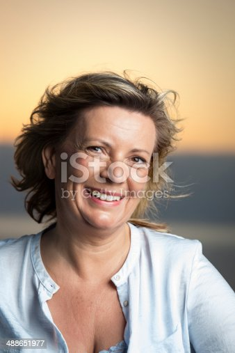 825083310 istock photo Portrait of a smiling mature woman outdoors 488651977