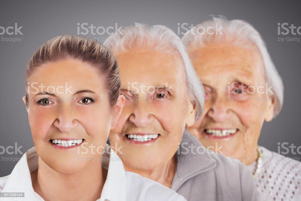 Porträt einer lächelnden Frau – Foto