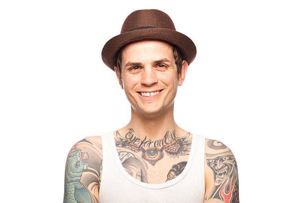 porträt einer lächelnden tattooed mann - gesichtstattoos stock-fotos und bilder