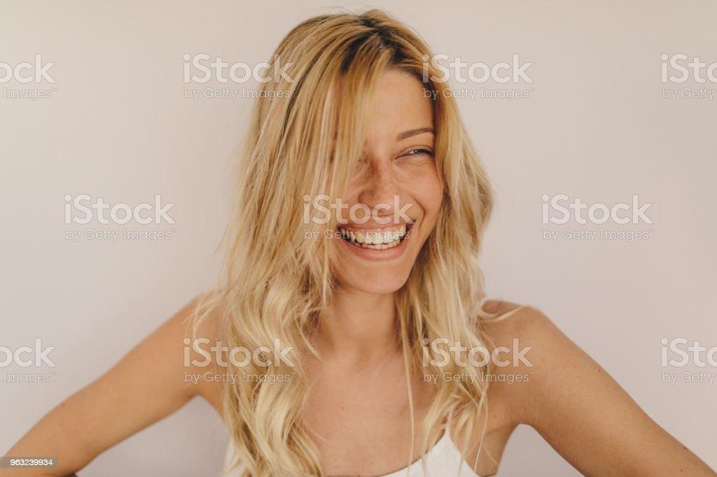 957d069ad Foto de Retrato De Uma Mulher Sorridente e mais fotos de stock de 20 ...