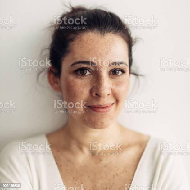 Portrait of a smiling young woman picture id905456806?b=1&k=6&m=905456806&s=612x612&h=1cf1meyn2vrtxjc5zjxwqz0dictuowjbguamkccucss=