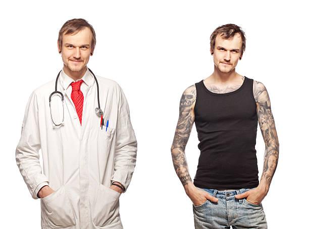 Porträt eines tattooed Arzt – Foto