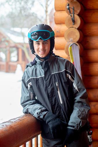 Foto de Retrato De Um Adolescente Em Ski Usar e mais fotos de stock de 14-15 Anos