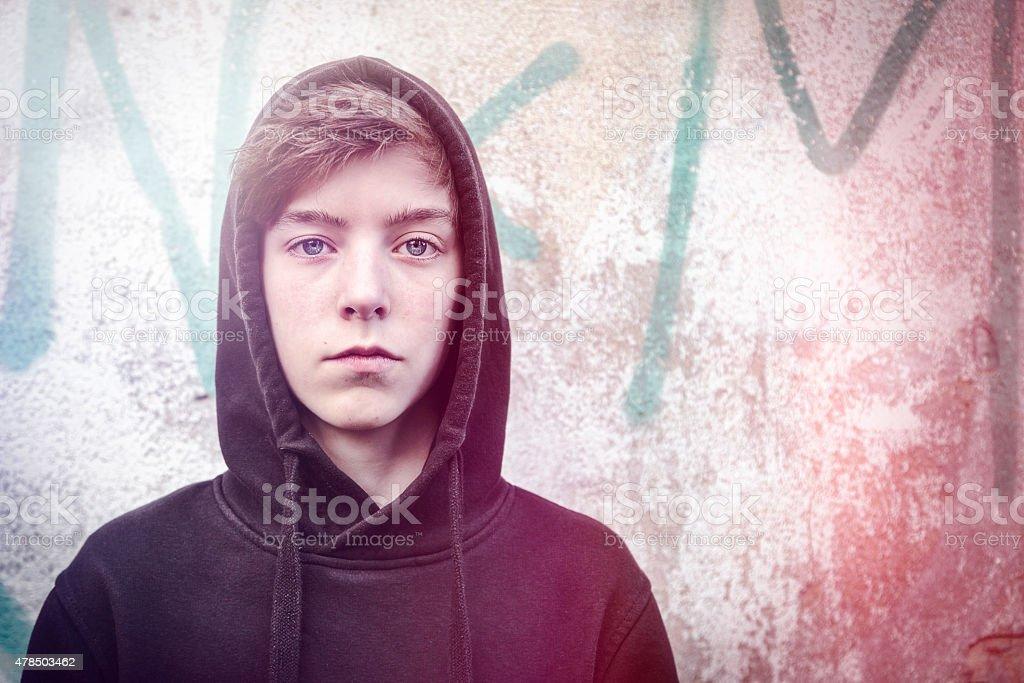 Porträt von einem Teenager-Jungen mit Schwarz hoodie – Foto