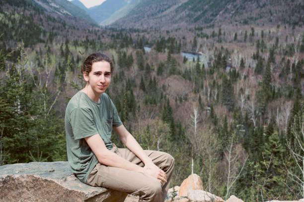 porträtt av en tonåring på national park des hautes-gorges-de-la-rivière-malbaie, quebec - profile photo bildbanksfoton och bilder