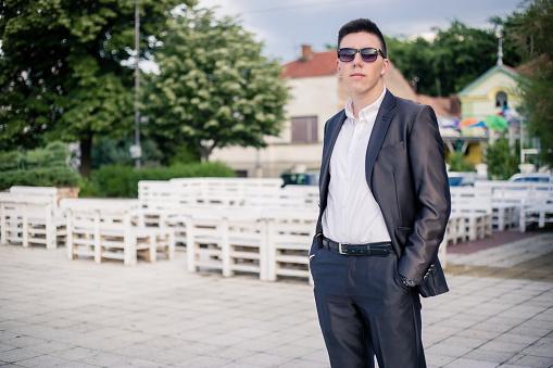 Portret Van Een Tiener Dragen Een Pak Voor Zijn Prom Night Stockfoto en meer beelden van 18-19 jaar