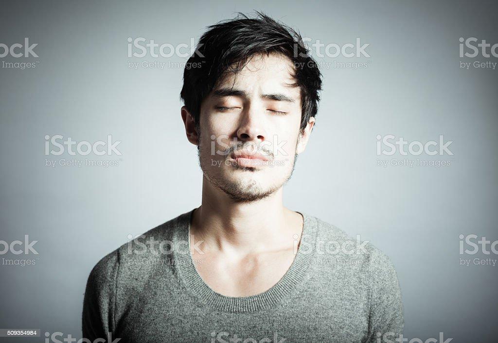 Portrait de jeune homme attentionné photo libre de droits