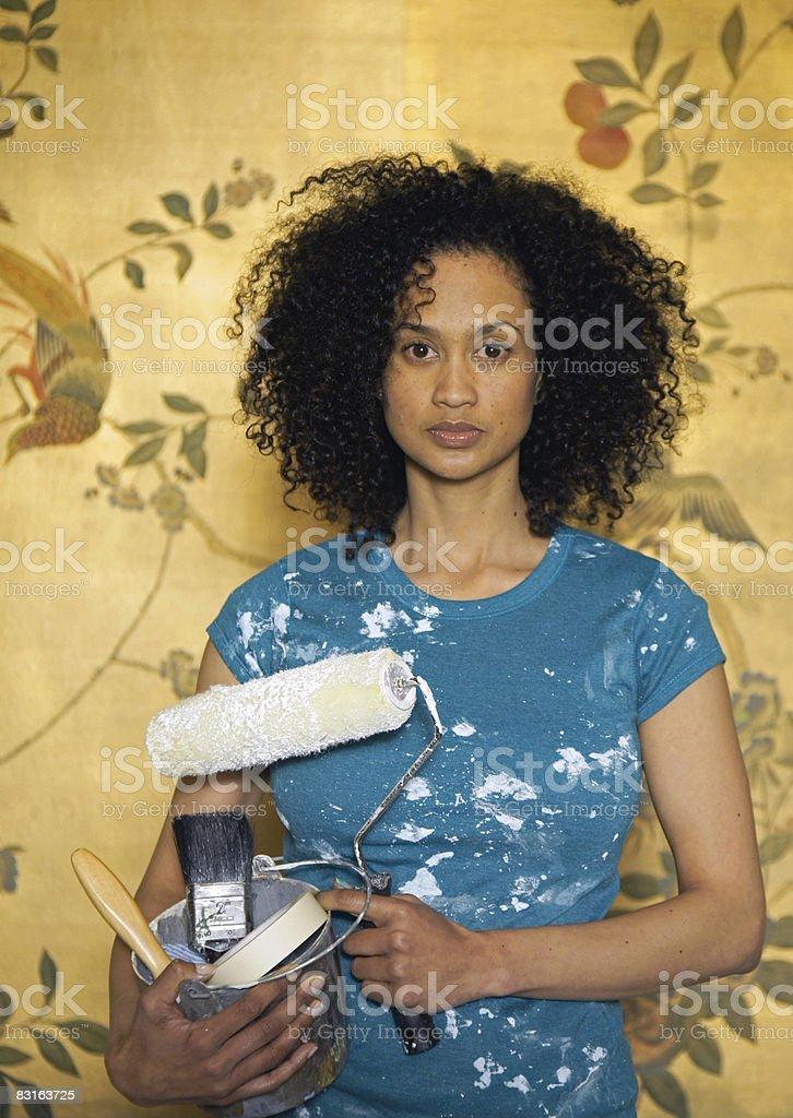 Ritratto di una donna con strumenti per il fai-da-te foto stock royalty-free