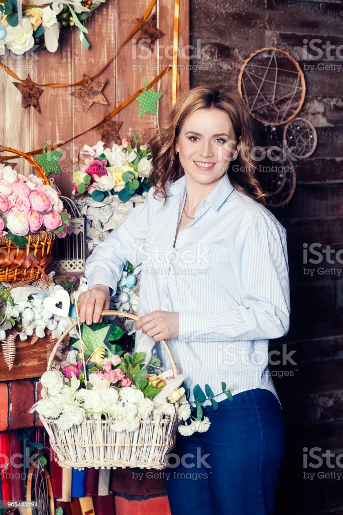 Portrait of a woman looking at the camera and smiling zbiór zdjęć royalty-free