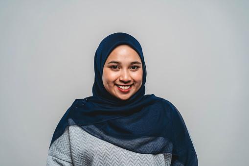 Portrait Of A Young Adult Malaysian Woman - Fotografie stock e altre immagini di 20-24 anni