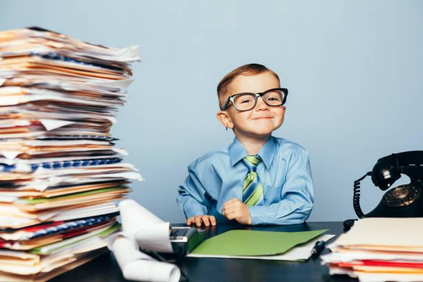 Porträt eines jungen glücklichen Buchhalters – Foto