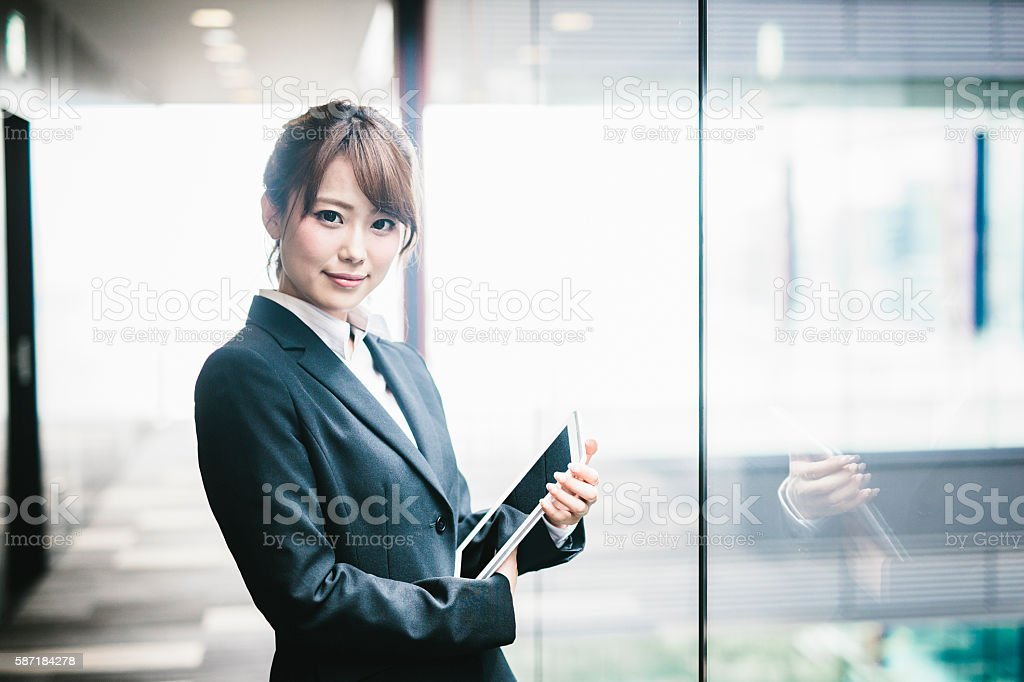 Portrait of a Young Japanese Business Woman bildbanksfoto