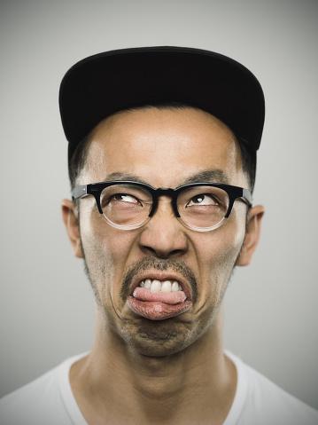 Porträt Eines Jungen Japanischen Mann Mit Großen Lächeln Stockfoto und mehr Bilder von Asiatisch