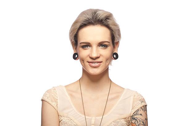 porträt einer jungen tattooed frau - gesichtstattoos stock-fotos und bilder