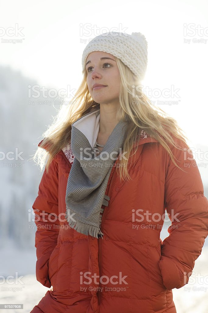 Portrait of a young woman in the snow  photo libre de droits