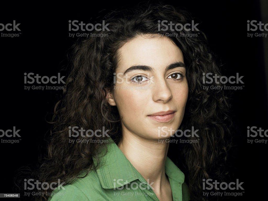 Retrato de uma mulher jovem - foto de acervo