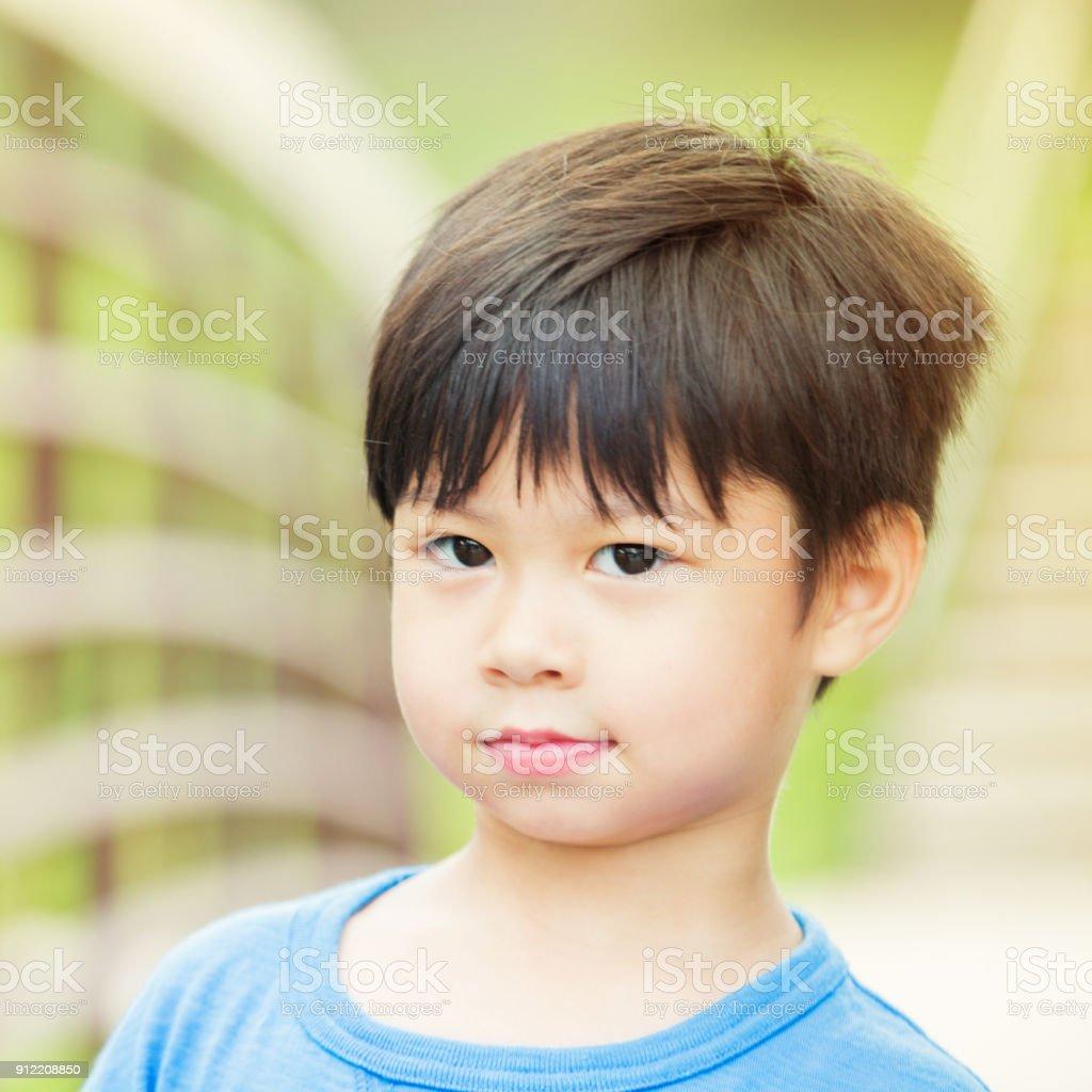 Porträt eines süßen kleinen Jungen – Foto