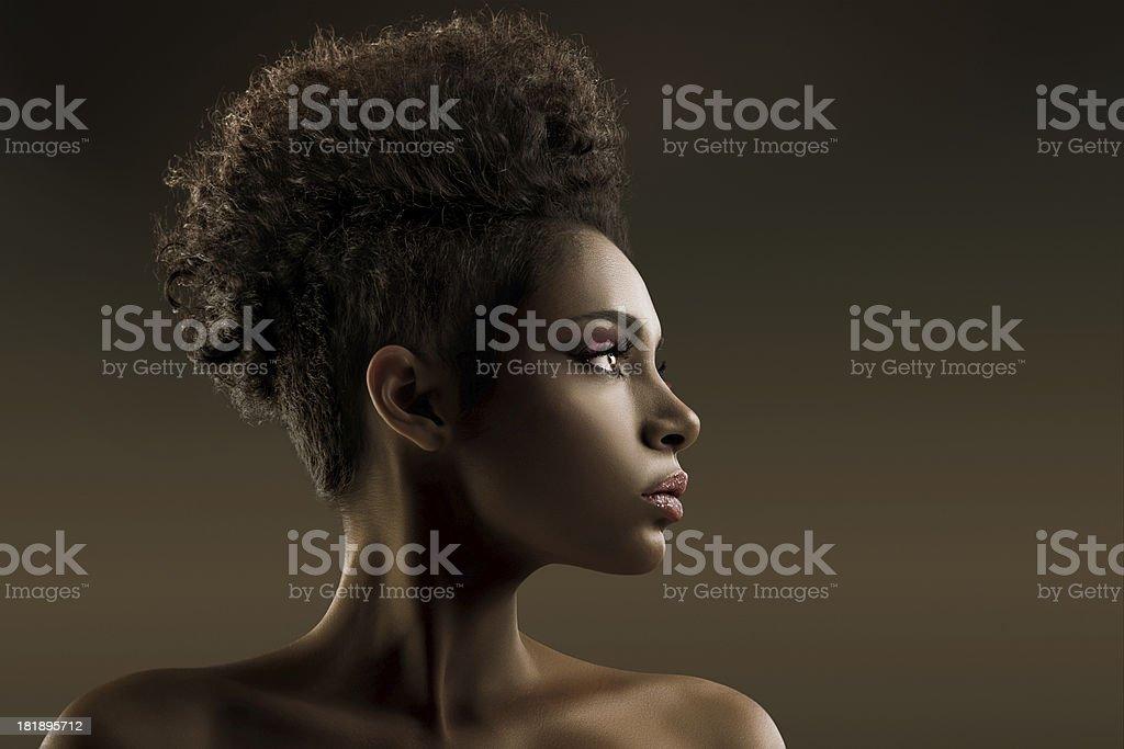 Retrato de moda modelo afroamericana. - foto de stock