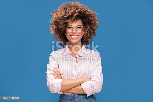 istock Portrait of afro girl in eyeglasses. 995745018