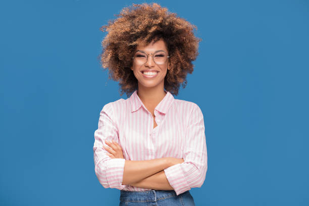 portrait of afro girl in eyeglasses. - афро стоковые фото и изображения