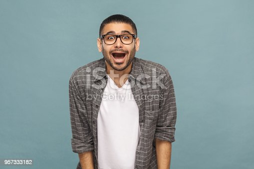 istock Portrait of amazed handsome man with black glasses in casual style looking at camera with open mouth. 957333182