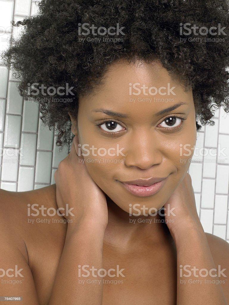 Retrato de uma mulher afro-americana foto de stock royalty-free