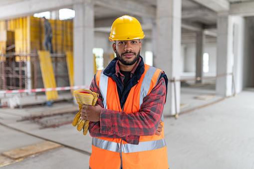 Porträt Eines Afroamerikanischen Bauarbeiters Stockfoto und mehr Bilder von Arbeiter