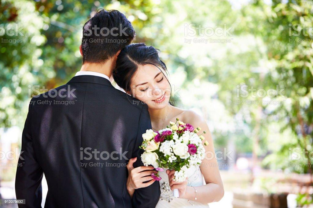アジア結婚式カップルの肖像画 ストックフォト