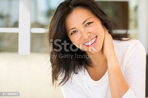 istock Portrait of an Asian woman smiling. 911966802