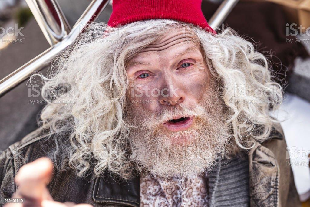 Porträt von einem emotionalen Obdachloser - Lizenzfrei Alter Erwachsener Stock-Foto