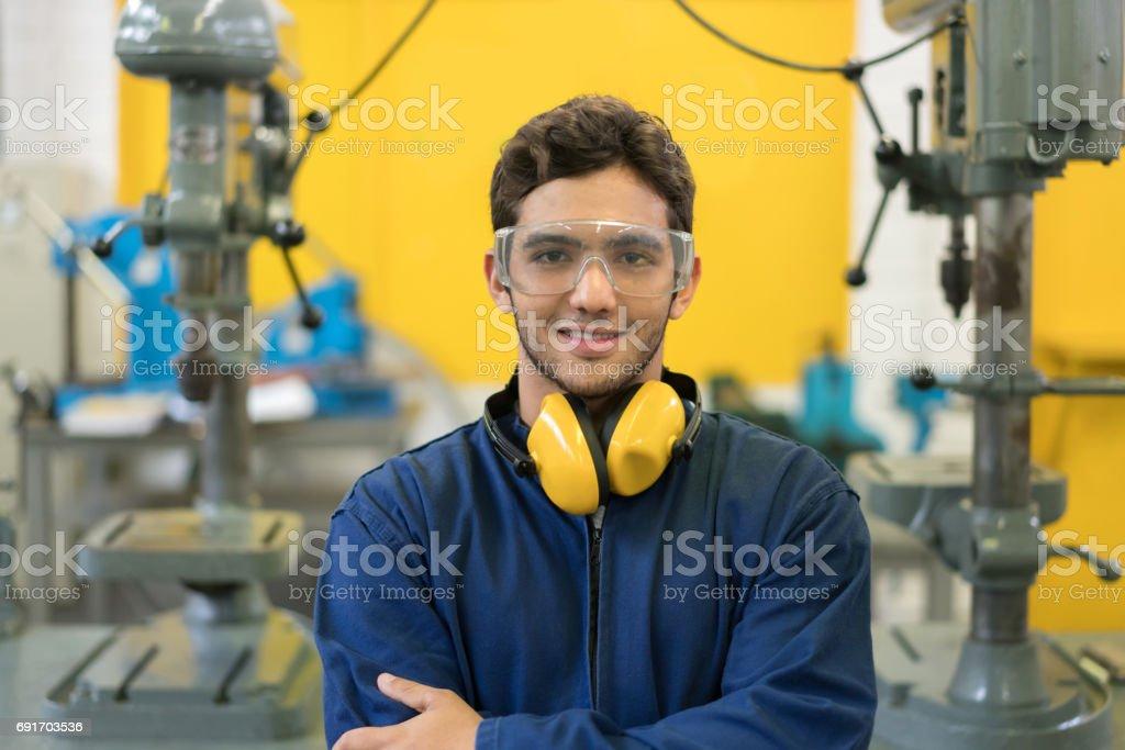 Porträt von Ingenieur-Student an der Universität – Foto