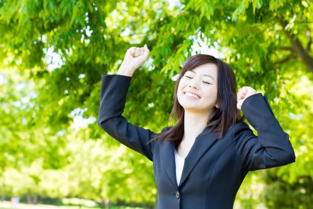 portrait of asian businesswoman in park - forest bathing foto e immagini stock