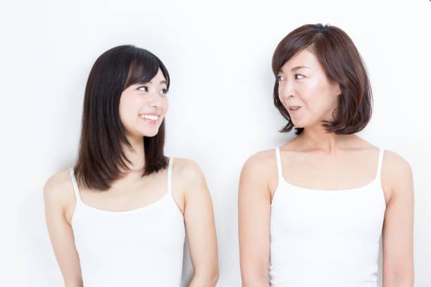 白い背景に分離したアジア家族美容イメージの肖像画 - 母娘 笑顔 日本人 ストックフォトと画像